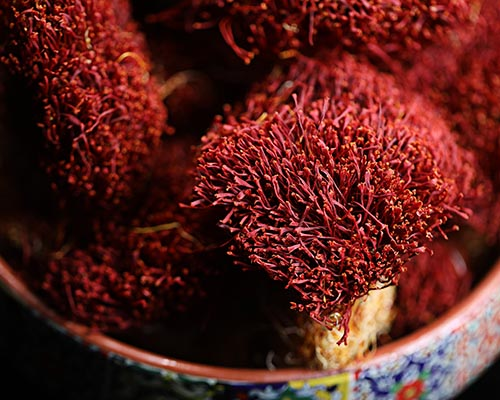 بررسی کلی گیاه زعفران